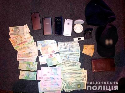 У Чернівцях затримали іноземців-«гастролерів», які обкрадали квартири по всій Україні