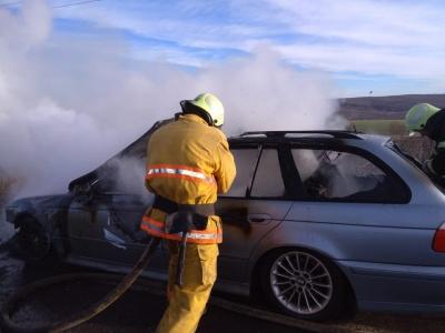 BMW спалахнуло під час руху, а в Mazda згорів акумулятор: за добу на Буковині сталися дві пожежі в авто