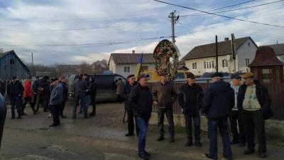 Жителі Чорнівки заявили про безстроковість перекриття дороги до сміттєзвалища
