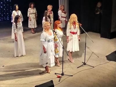 Танцювали і читали реп: у Чернівцях обрали «Успішну пані Буковини 2019» – фото