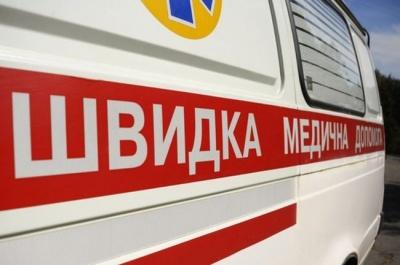 У Чернівцях чоловік важко травмувався після падіння з вантажного автомобіля