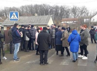 Жителі Чорнівки розблокували дорогу до міського сміттєзвалища