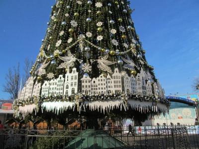 У Чернівцях відкривають головну новорічну ялинку міста – пряма трансляція