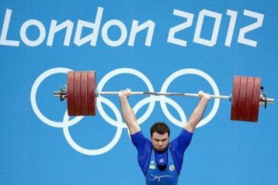 Українського важкоатлета позбавили золотої олімпійської медалі