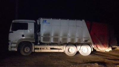 У Чернівцях затримали водія вантажівки, який влаштував сміттєзвалище на околицях міста