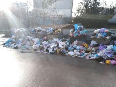 Сміттєва блокада Чернівців і нові підпали авто. Головні новини 21 грудня