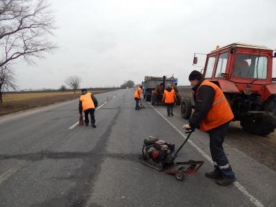 Нехватка времени и проблемы с тендерами: чиновники объяснили, почему не смогли освоить 120 млн на ремонт дорог на Буковине