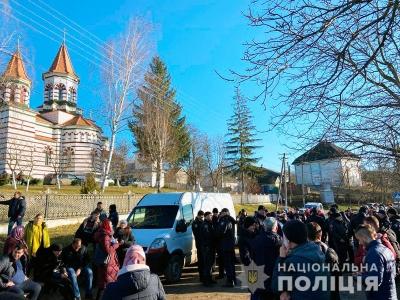 Почубилися через церкву: в селі на Буковині - черговий конфлікт між релігійними громадами
