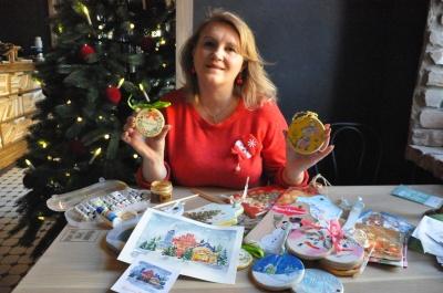 Ексклюзив за копійки: викладачка ЧНУ розповіла, як створити новорічні прикраси власноруч