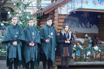 У центрі Чернівців відкрили різдвяну шопку – фото