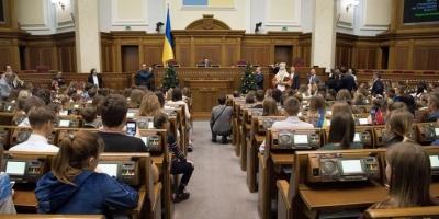 Назвали прізвища депутатів, які пропустили майже всі засідання Ради в грудні
