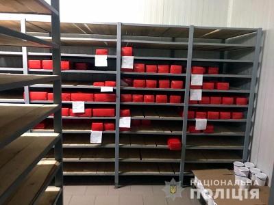 У Чернівцях викрили масштабну реалізацію небезпечного сиру і масла – фото