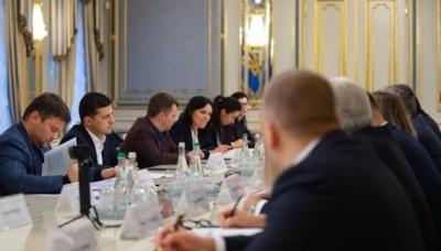 Зеленський закликав мережі АЗС знизити ціни