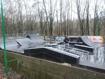 Як юні чернівчани розважають на новому скейт-парку – фото