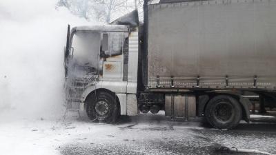 На Буковині під час руху раптово загорілась фура – фото