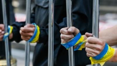 В Україні стартував традиційний марафон новорічних листів в'язням Кремля