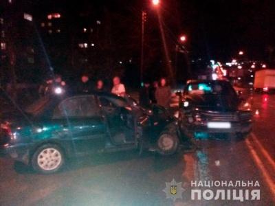 У Чернівцях зіткнулись Porsche і Daewoo: один постраждалий у важкому стані
