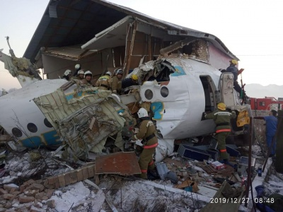 У Казахстані розбився пасажирський літак: повідомляють про десятки загиблих і поранених - фото, відео
