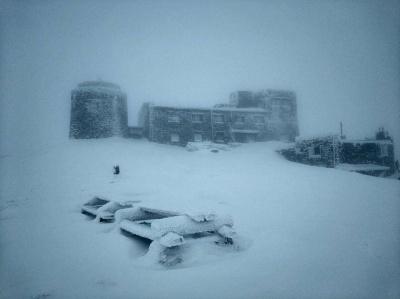 У Карпатах намело до пів метра снігу - фото