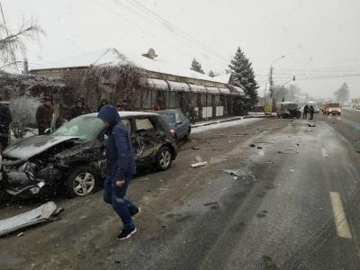 У Мамаївцях сталася ДТП за участю 4 автомобілів: постраждав один з водіїв – фото