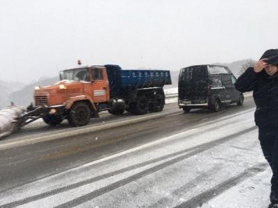 Снігова негода: у поліції розповіли, яка ситуація на дорогах Буковини