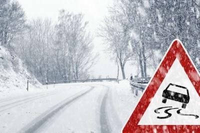 Водіїв попереджають про ожеледицю на українських дорогах