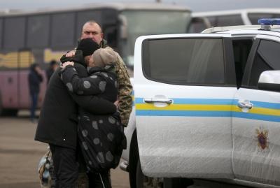 Обвинувачений у вбивстві Захарченка, медсестра, бізнесмен: кого звільнили з полону ОРДЛО