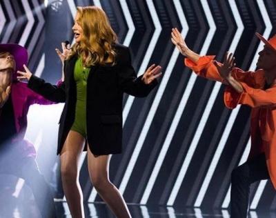 Тіна Кароль з'явилася в ультракороткому вбранні на сцені - фото