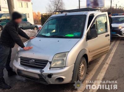У Чернівцях поліція затримала п'яного чоловіка, який викрав автомобіль у буковинця