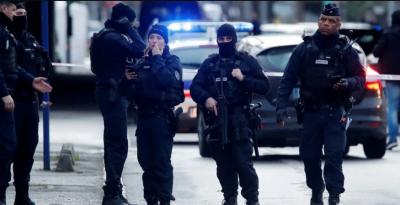 Нападник був психічно хворим: напад з ножем у Парижі не розглядають як теракт
