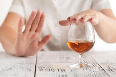 Лікар назвала плюси різкої відмови від алкоголю