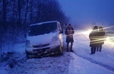 Снігова негода: у поліції розповіли про ситуацію на дорогах Буковини