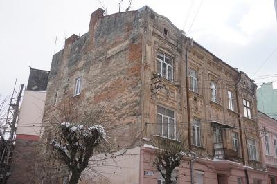 Мешканці чи влада: хто має ремонтувати будинки у центрі Чернівців