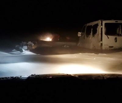 Снігова негода на Буковині: на дорозі застрягло 15 автомобілів - фото
