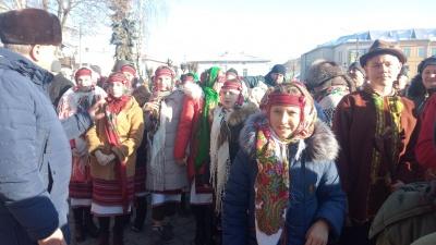 У Вижниці триває фестиваль «Найбільша коляда у найменшому місті» – фото