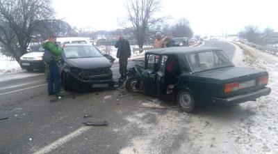 Неподалік Чернівців - дві ДТП на одному місці: є постраждалі – фото