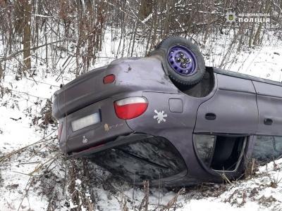 У поліції заявили про різке збільшення аварій на дорогах Буковини через ожеледицю