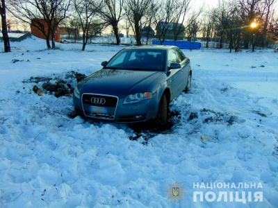 На Буковині з подвір'я викрали Audi: поліція затримала злодія