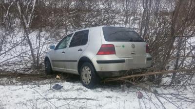 Ожеледиця на Буковині: дві автівки застрягли в кюветі - фото