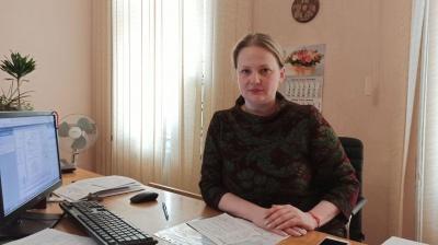 «Гримав по столу і був п'яний»: чиновниця пояснила, чому застосувала електрошокер у Чернівецькому РАЦСі
