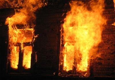 Чернівчанина, який намагався спалити співмешканку та її дітей, взяли під варту