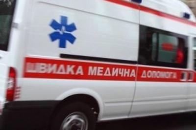 У Львові дівчина з порізаними венами випала з четвертого поверху
