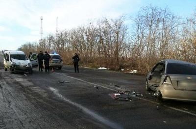 ДТП біля АЗС на Буковині: двоє людей в лікарні - фото