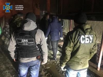 У Чернівцях звільнили поліцейського, який продавав наркотики