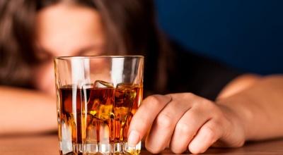 Вчені з'ясували, чому деякі люди не можуть зупинитися і сильно напиваються
