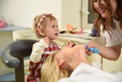 Знову дістає неприємний запах з рота? Як із цим боротися, розказала лікар-стоматолог Світлана Островська*