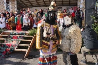 «Маланкують уже 20 лет»: как в Вашковцах празднуют традиционную Маланку - фото