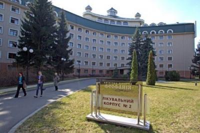 """Зеленський доручив уряду зробити лікарню """"Феофанію"""" доступною для всіх"""