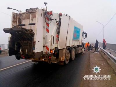 Неподалік Чернівців вантажівка зіткнулась із «Ладою»: двоє постраждалих