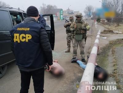 Вибивали неіснуючі борги: на Буковині затримали злочинну групу гастролерів – фото
